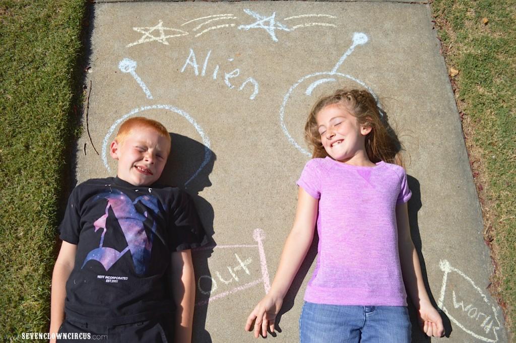 alien sidewalk chalk
